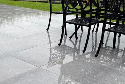 Can outdoor porcelain tiles cope with the rain?