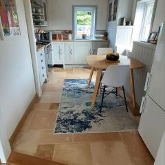 Brushed and chiselled edge travertine - Kitchen floor